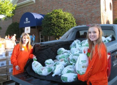 SEVEN LOAVES COMMUNITY DISTRIBUTED THANKSGIVING MEALS