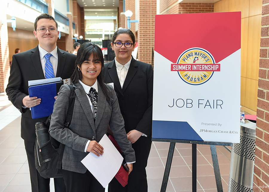380 Plano Teens Head to Job Fair Competing for Coveted